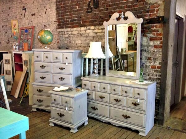 chalk paint bedroom furnitureHow Much Can You Paint with a Quart of Chalk Paint  My Breezy Room
