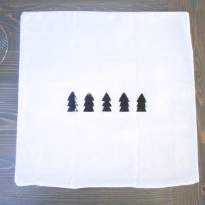 DIY Scandi Pillow: Simple Modern Pillow DIY | My Breezy Room #scandichristmas #scandidecor #modernchristmas #modern decor #diyscandi #diypillow