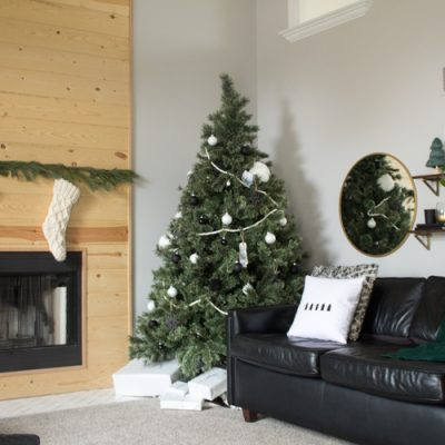 Love this modern Christmas home tour! It's a simple way to mix natural elements with black and white and teal for a classic, modern holiday look!