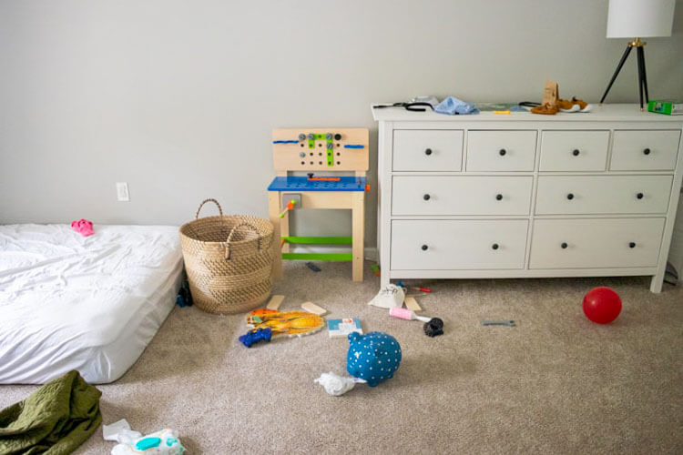 Real life home tour: how my minimalist apartment really looks. This is our kids' room.